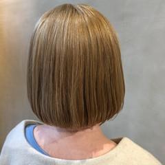 ボブ イルミナカラー ハイライト 切りっぱなしボブ ヘアスタイルや髪型の写真・画像