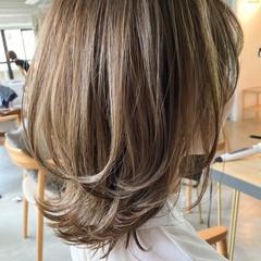ボブ アッシュベージュ 大人かわいい 外ハネボブ ヘアスタイルや髪型の写真・画像