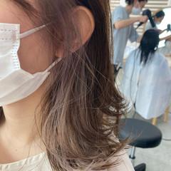 インナーカラー イヤリングカラー 透明感カラー ナチュラル ヘアスタイルや髪型の写真・画像