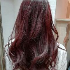 セミロング ピンク ナチュラル パーマ ヘアスタイルや髪型の写真・画像