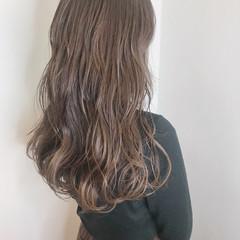 透明感カラー ダブルカラー ミルクティーベージュ 波ウェーブ ヘアスタイルや髪型の写真・画像