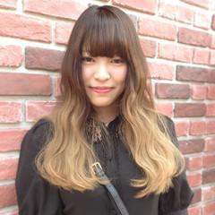 バレイヤージュ フェミニン ロング ハイトーン ヘアスタイルや髪型の写真・画像