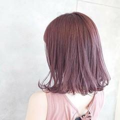 ミディアム フェミニン ヘアカラー ピンクカラー ヘアスタイルや髪型の写真・画像
