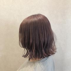 波巻き ミルクティーベージュ ラベンダー ナチュラル ヘアスタイルや髪型の写真・画像