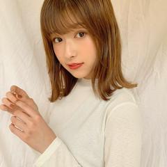 ベージュ ミディアム 小顔ヘア ナチュラル ヘアスタイルや髪型の写真・画像