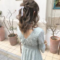 ミディアム ハーフアップ ヘアアレンジ オリーブ ヘアスタイルや髪型の写真・画像