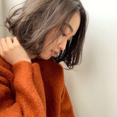 セミウェット ナチュラル ウェットヘア 切りっぱなしボブ ヘアスタイルや髪型の写真・画像