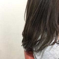 イルミナカラー セミロング グレージュ ニュアンス ヘアスタイルや髪型の写真・画像
