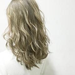 グレージュ ゆるふわ セミロング ガーリー ヘアスタイルや髪型の写真・画像
