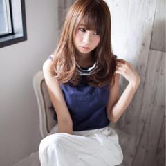 フェミニン かわいい ミディアム ナチュラル ヘアスタイルや髪型の写真・画像
