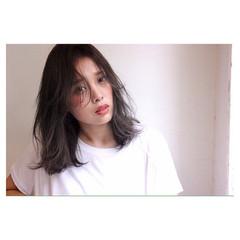 レイヤーカット ナチュラル ストレート 暗髪 ヘアスタイルや髪型の写真・画像