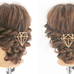 セミロング エレガント 編み込み ねじり ヘアスタイルや髪型の写真・画像