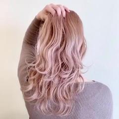 ミルクティー ピンクベージュ ピンクアッシュ ガーリー ヘアスタイルや髪型の写真・画像