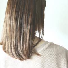 セミロング ミルクティーベージュ ブラウンベージュ ヌーディベージュ ヘアスタイルや髪型の写真・画像