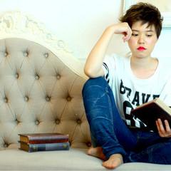 前髪あり パーマ ハイライト ショート ヘアスタイルや髪型の写真・画像