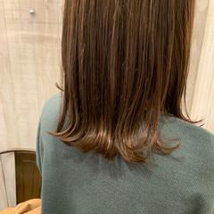 ベージュ ミディアム ナチュラル 外ハネボブ ヘアスタイルや髪型の写真・画像