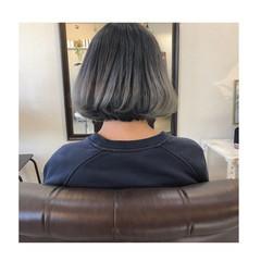 ボブ シルバー グラデーションカラー グレージュ ヘアスタイルや髪型の写真・画像