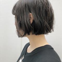 切りっぱなし ショートボブ ウェーブ アンニュイ ヘアスタイルや髪型の写真・画像