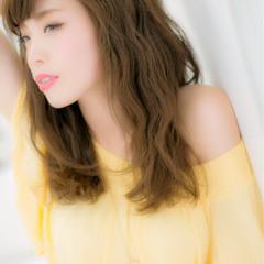フェミニン 波ウェーブ 夏 涼しげ ヘアスタイルや髪型の写真・画像