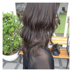 グレージュ セミロング 暗髪 アンニュイ ヘアスタイルや髪型の写真・画像