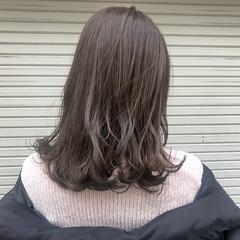 アッシュグレージュ アッシュベージュ セミロング ガーリー ヘアスタイルや髪型の写真・画像