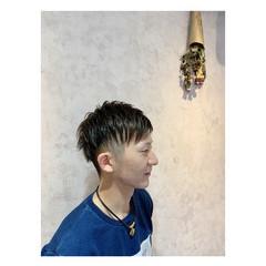 アウトドア ツーブロック ショート ナチュラル ヘアスタイルや髪型の写真・画像