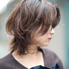 ミディアム 大人ショート フォギーアッシュ パーマ ヘアスタイルや髪型の写真・画像