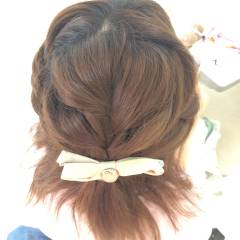 ショート フェミニン 編み込み 簡単ヘアアレンジ ヘアスタイルや髪型の写真・画像