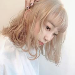 フェミニン ボブ ブリーチカラー ハイトーンカラー ヘアスタイルや髪型の写真・画像