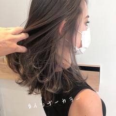 ミディアム インナーカラー ミルクティーベージュ グレージュ ヘアスタイルや髪型の写真・画像