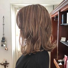 ベージュ ミディアム ナチュラル ハイライト ヘアスタイルや髪型の写真・画像