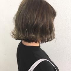 外ハネ ボブ 切りっぱなし グレージュ ヘアスタイルや髪型の写真・画像