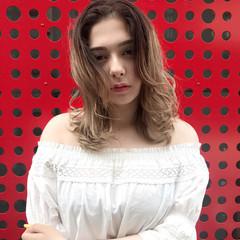ウェーブ フェミニン グラデーションカラー 透明感 ヘアスタイルや髪型の写真・画像