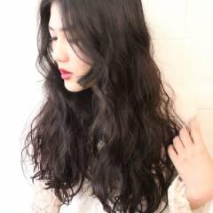 ウェットヘア 波ウェーブ 黒髪 ロング ヘアスタイルや髪型の写真・画像