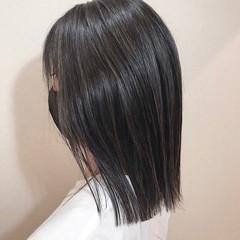 ナチュラル ハイライト 極細ハイライト グレージュ ヘアスタイルや髪型の写真・画像