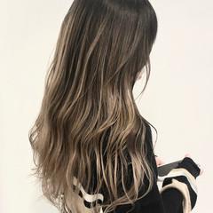 インナーカラー ロング ヘアアレンジ ハイトーン ヘアスタイルや髪型の写真・画像