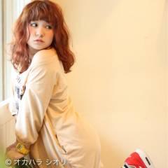 ミディアム オレンジベージュ オレンジ ピンク ヘアスタイルや髪型の写真・画像