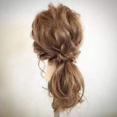 ローポニーテール 大人かわいい 簡単ヘアアレンジ セミロング ヘアスタイルや髪型の写真・画像