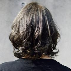 暗髪 グレージュ 外ハネ ボブ ヘアスタイルや髪型の写真・画像
