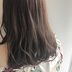 アッシュグレージュ ナチュラル セミロング 艶髪 ヘアスタイルや髪型の写真・画像