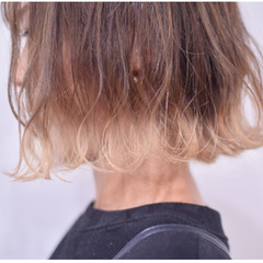 切りっぱなしボブ 裾カラー ホワイトカラー ハイトーンボブ ヘアスタイルや髪型の写真・画像