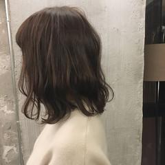 ミディアム バレンタイン アウトドア オフィス ヘアスタイルや髪型の写真・画像