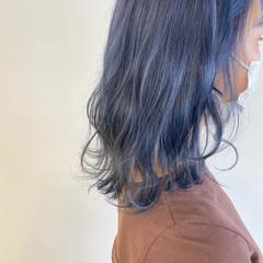 ナチュラル ブリーチ必須 ブルー ブルーアッシュ ヘアスタイルや髪型の写真・画像