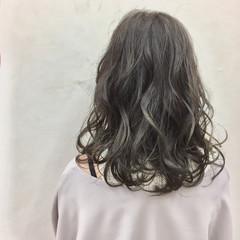 ミディアム かわいい フェミニン ウェットヘア ヘアスタイルや髪型の写真・画像