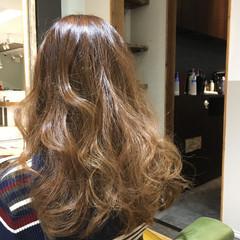 大人かわいい 巻き髪 アッシュベージュ ゆるふわ ヘアスタイルや髪型の写真・画像