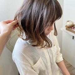 オリーブアッシュ 切りっぱなし ミディアム ロブ ヘアスタイルや髪型の写真・画像