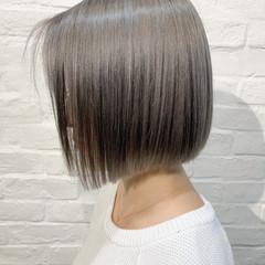 ショートヘア ミルクティーグレージュ ミルクティーベージュ ナチュラル ヘアスタイルや髪型の写真・画像
