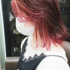 ミディアム ダブルカラー インナーカラー チェリーレッド ヘアスタイルや髪型の写真・画像