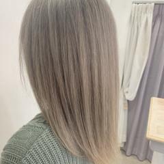ミルクティーベージュ 冬カラー ハイトーン ストリート ヘアスタイルや髪型の写真・画像