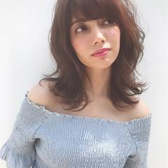 ミディアム フリンジバング フェミニン パーマ ヘアスタイルや髪型の写真・画像